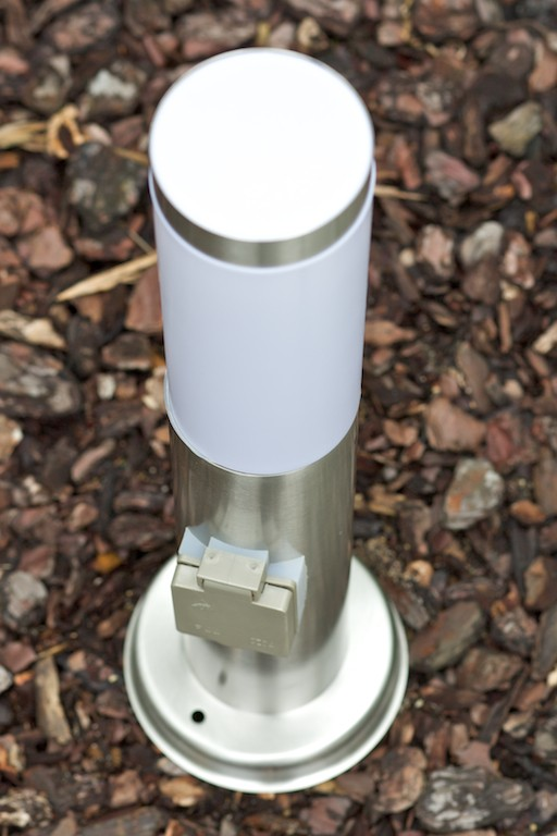 Lampadaire extérieur Borne d\'éclairage avec prise Lampe de jardin ...